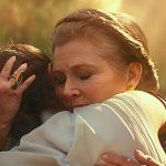 Princess Leia hugging Rey in Star Wars: The Rise of Luke Skywalker